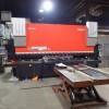 Presse plieuse hydraulique de 247 tonnes Amada image